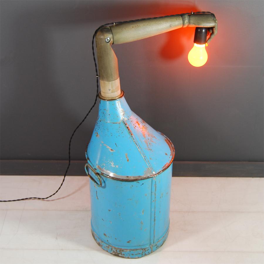 Tilt Originals - Oil can arm light