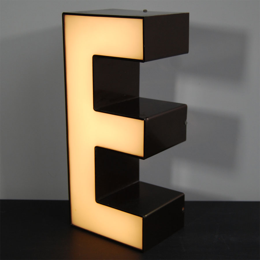 Tilt Originals - Retro E letter light