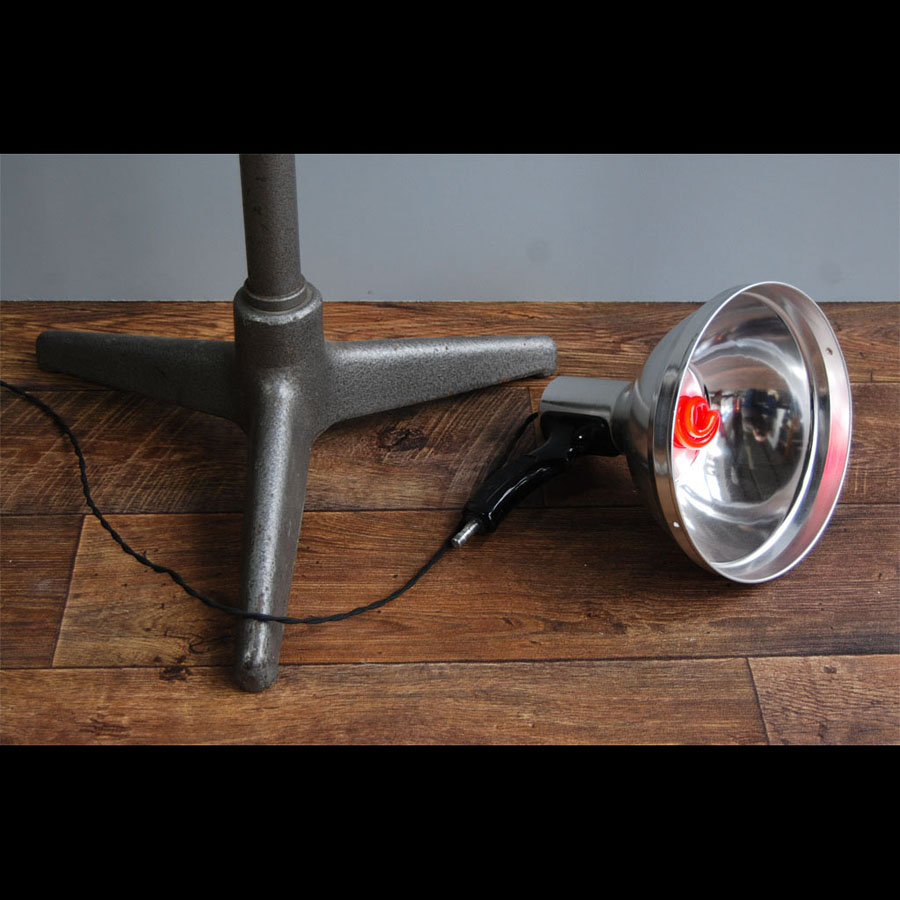 Tilt Originals - Vintage French dental lamp