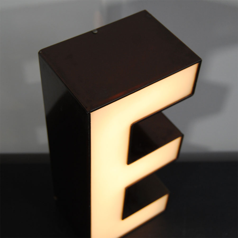 Tilt Originals - Retro E letter light