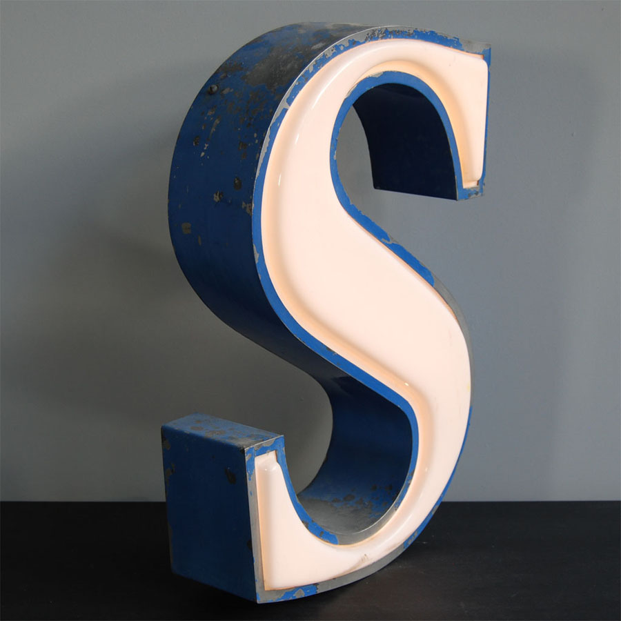 Tilt Originals - Vintage S letter light